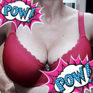 Große Brüste in pink BH